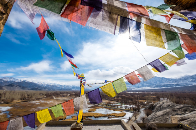 Gulfs and Bridges: Inter-cultural Influences and Emergence of Modern Literature in Tibet